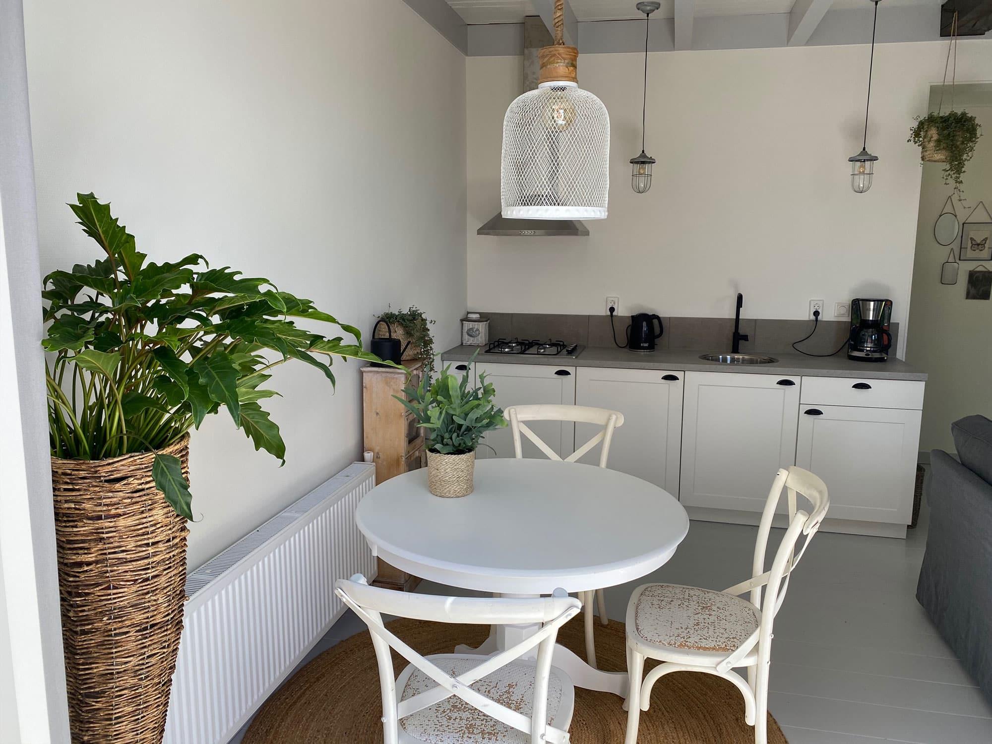 Appartement Hoorn keuken en eettafel